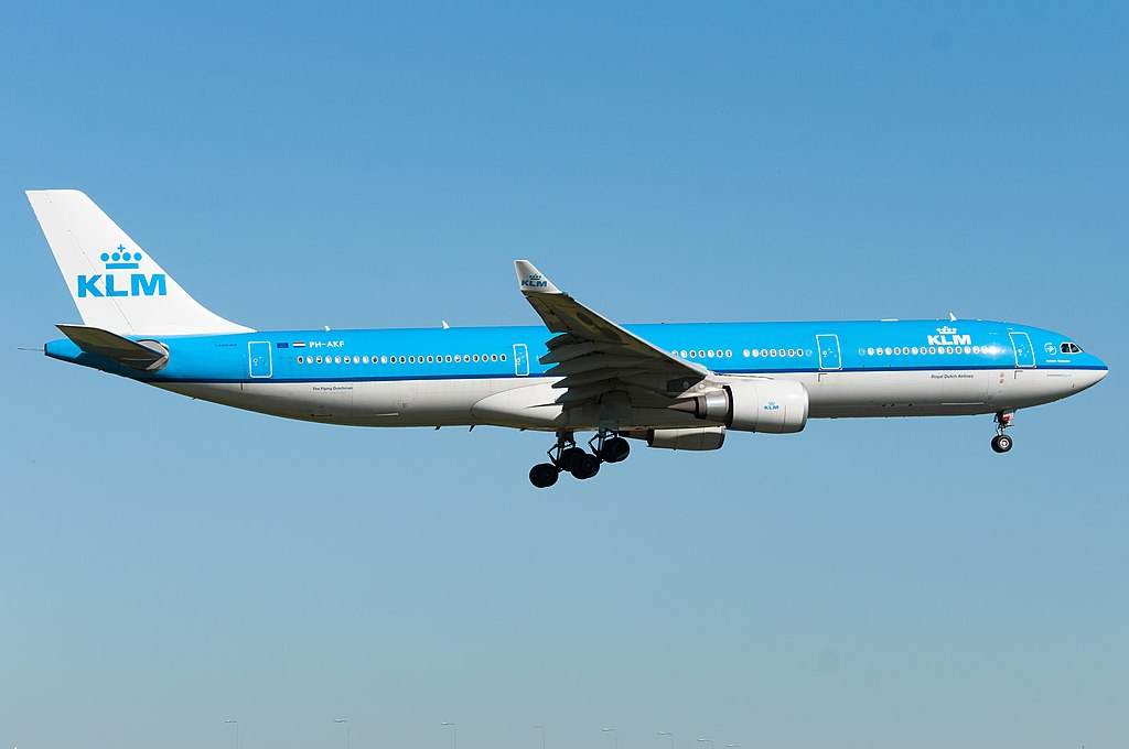 PH-AKF-Airbus-A330-300-KLM-Royal-Dutch-Airlines-Hofplein-Rotterdam-on-final-at-Schiphol