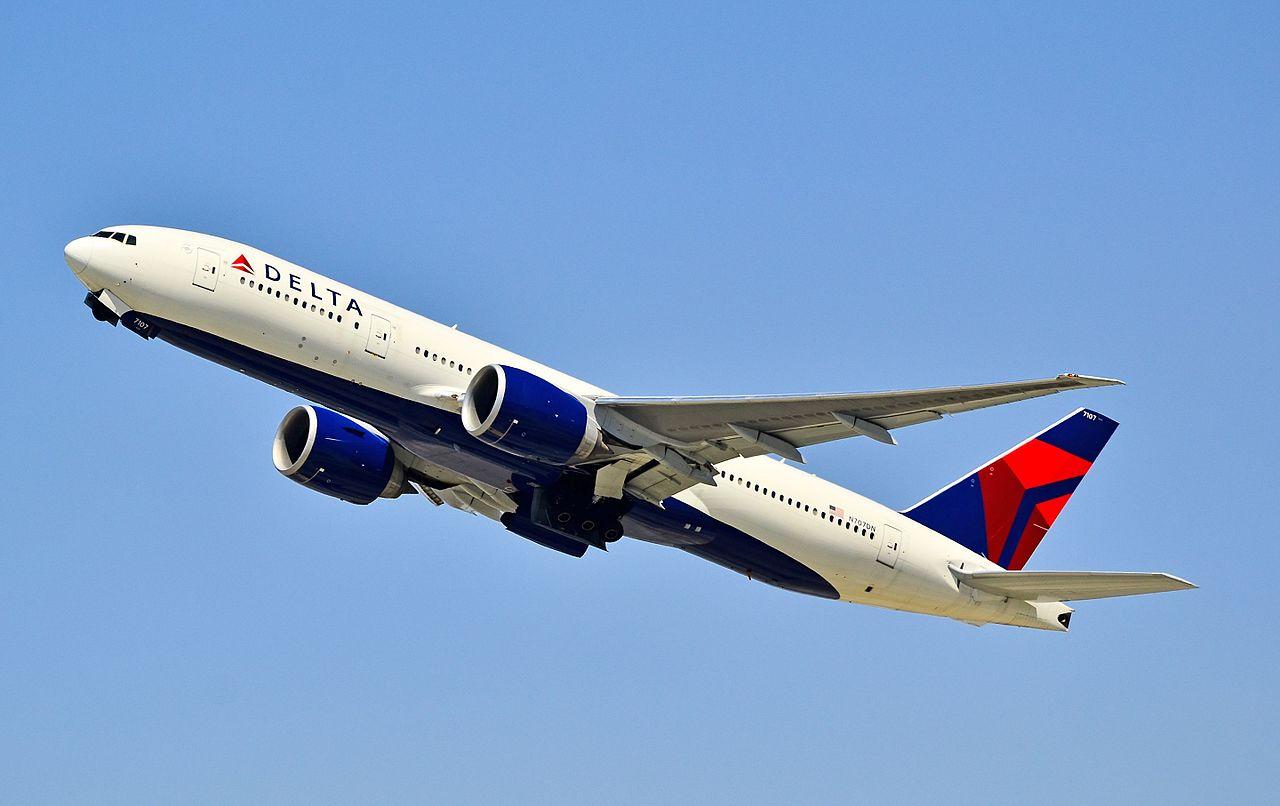 N707DN_Delta_Air_Lines_Boeing_777-232-LR_-_7107_(cn_39091-781)_(7073261219)