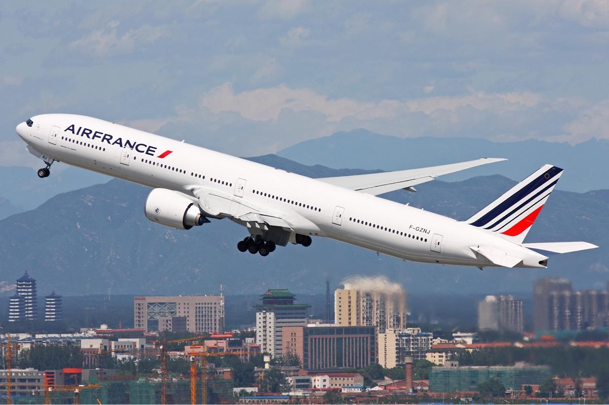 Air_France_Boeing_777-300ER_Zhu-1