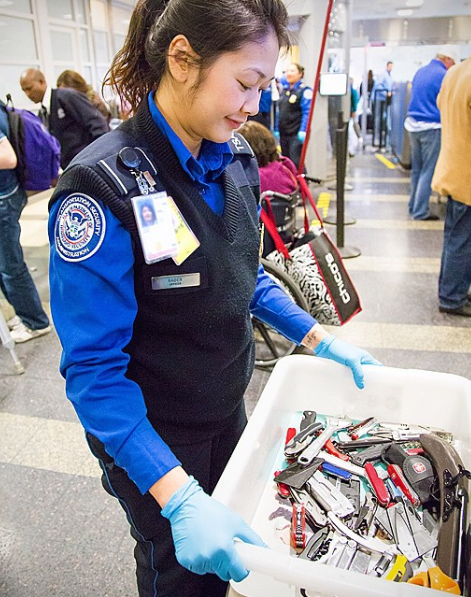 TSA_Officer_Carrying_Prohibited_Items
