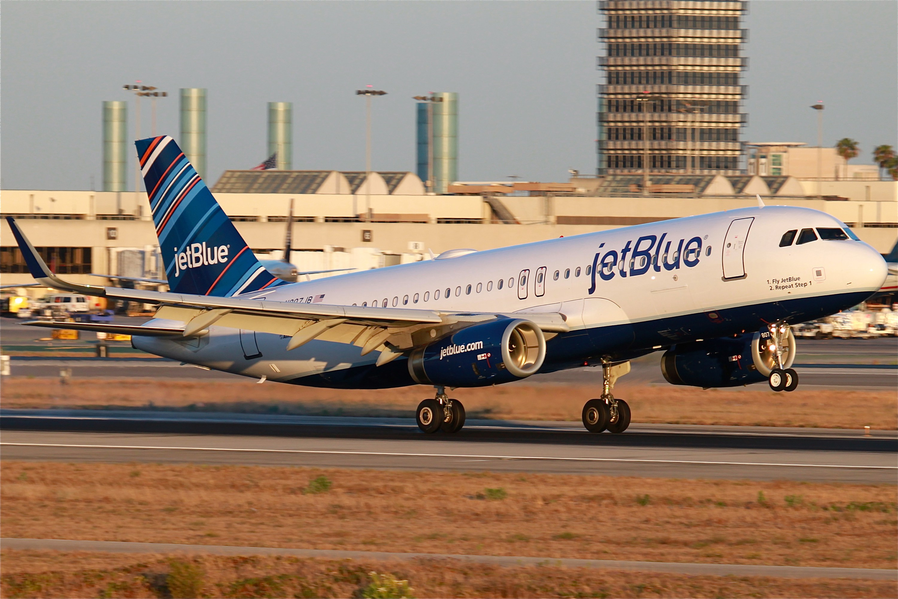 Jetblue_A320_w-_Sharklets_12616578033