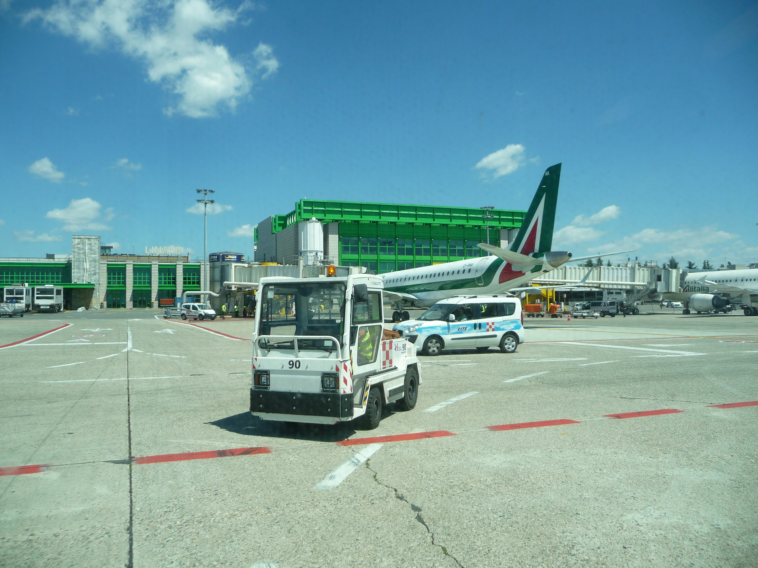 2017_at_Milan_Linate_Airport_02